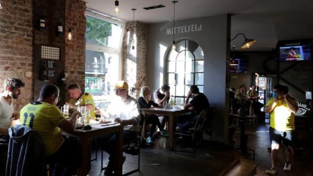 Разрешени са посещенията в закрити площи на ресторанти и кафенета