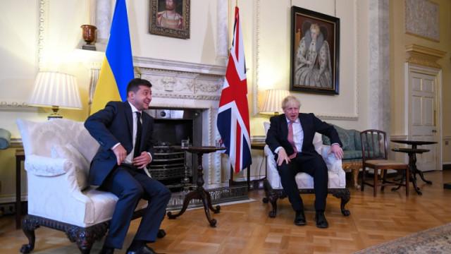 """Джонсън обеща заедно с Украйна да се противопоставят на """"злото влияние"""" на Русия"""