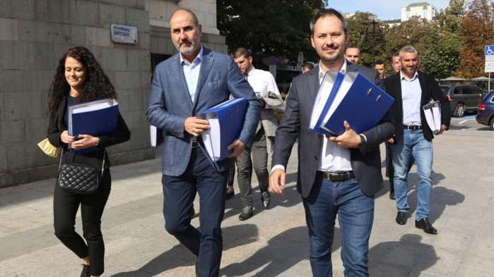 Цветан Цветанов регистрира партията си в съда