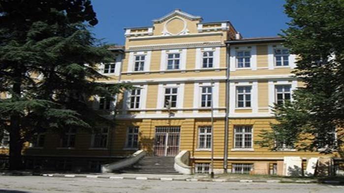 Учениците от Музикалното училище във Варна ще се върнат в клас още днес