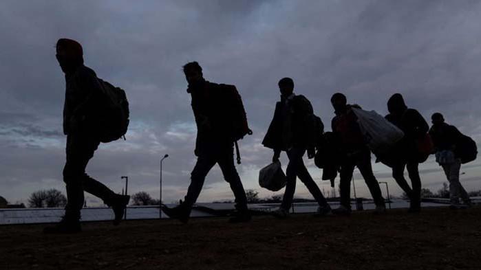 Голяма група нелегални мигранти са задържани край софийското село Герман