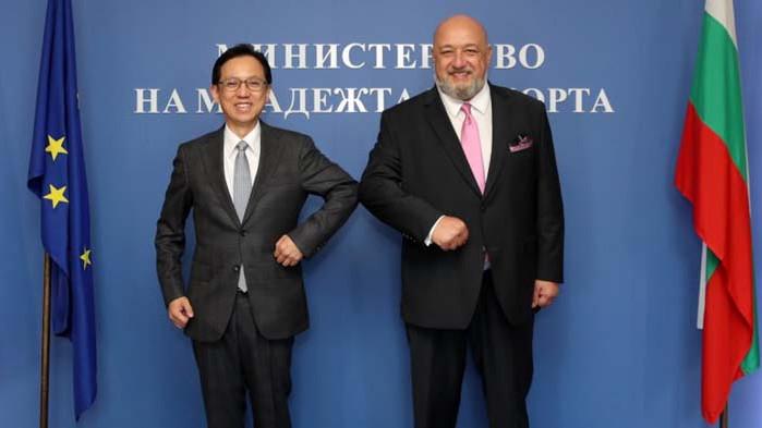 Министър Кралев се срещна с посланика на Япония Н.Пр. Хироши Нарахира