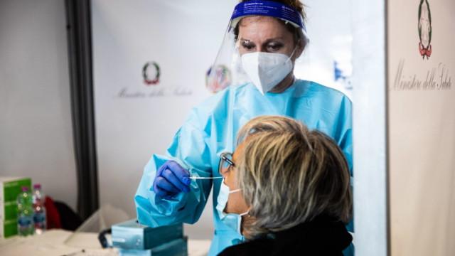 Италия за пръв път от началото на COVID-19 пандемията с над 7000 заразени