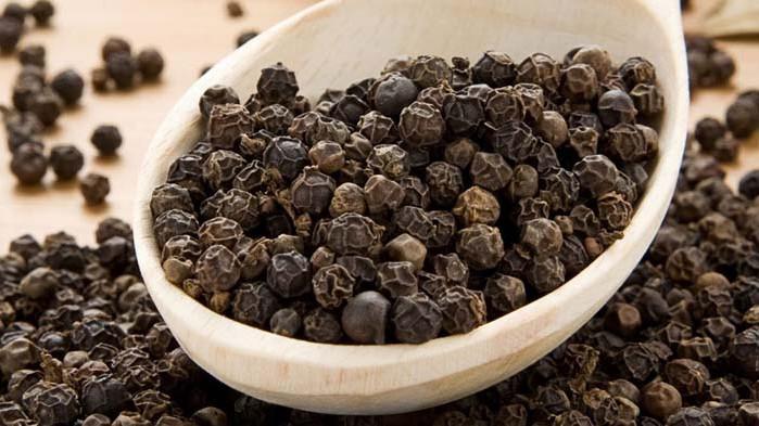 Черният пипер намалява активността на коронавируса