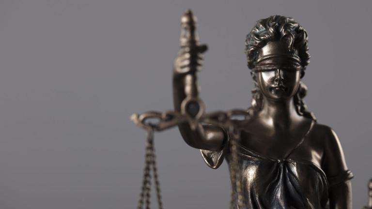 Осъдиха домоуправител и касиер свили над 7 бона