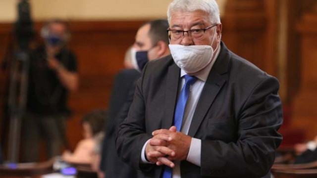 Кражба в пленарната зала-изчезна папката с речта на Спас Гърневски