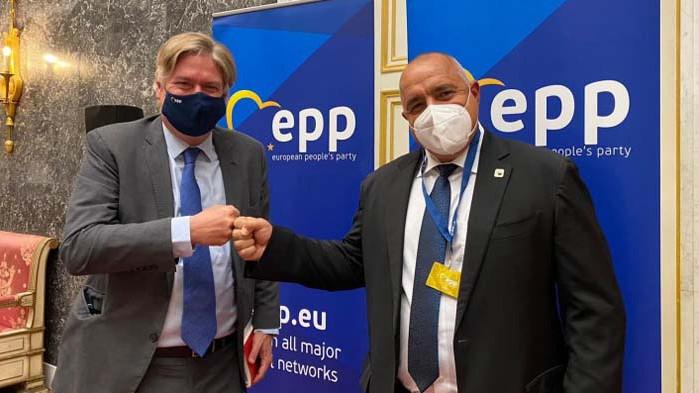 Генералният секретар на ЕНП: Уважаваме протестиращите, но изборите през март ще са легитимно решение