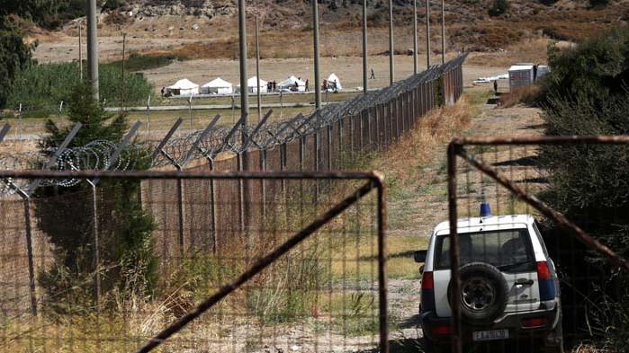 Гърция гони със звуково оръжие мигранти по границата си с Турция