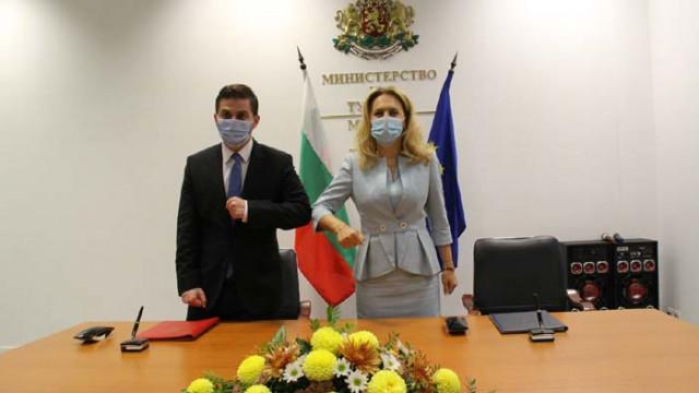 Николова подписа меморандум за сътрудничество в туризма с албанския министър Гент Цакай