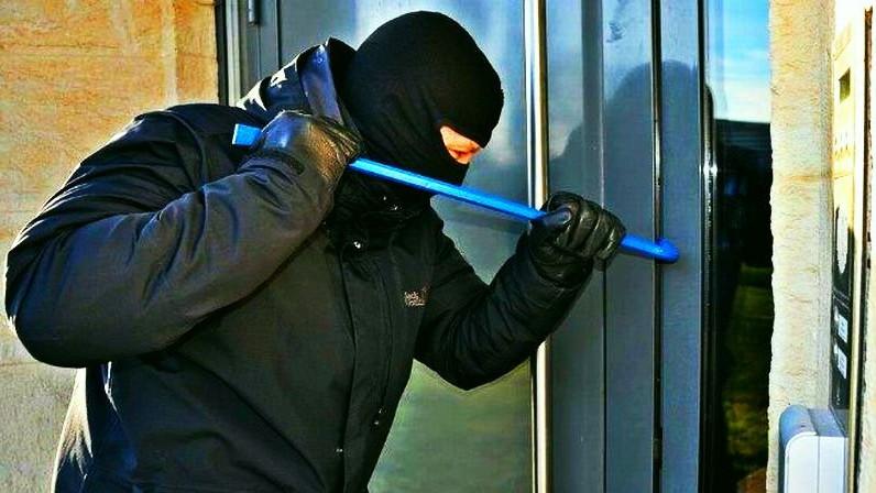 Полицията задържа мъж за кражба от хранителен магазин във Варна