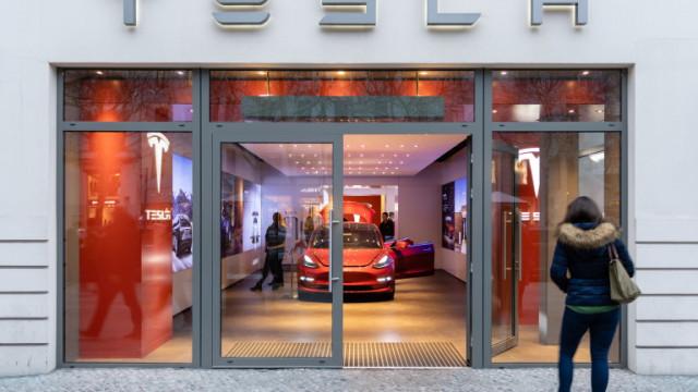 Какви заплати дава Tesla? От софтуерните инженери до продуктовите мениджъри