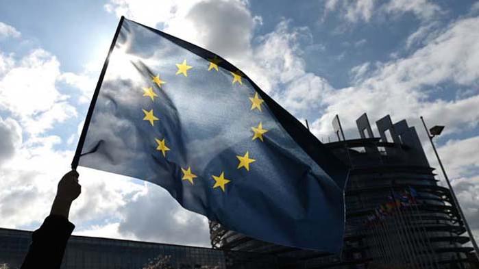 За да е глобален играч, ЕС трябва да престане да бъде рефер