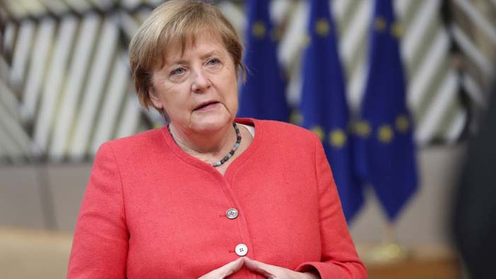 Меркел призова: Стойте си у дома!