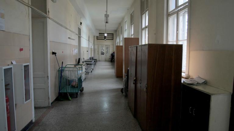 Началник на COVID-отделение: 70% от сестрите и лекарите са пенсионери