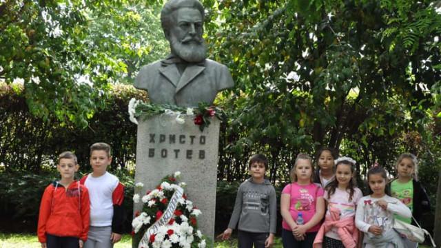 Бургазлии се преклониха пред подвига на Ботев