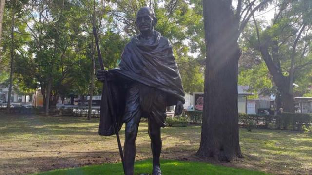 Във Варна откриха паметник на Махатма Ганди
