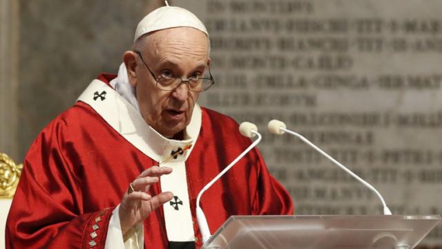 Обрат във Ватикана: Папа Франциск се застъпи за еднополовите двойки