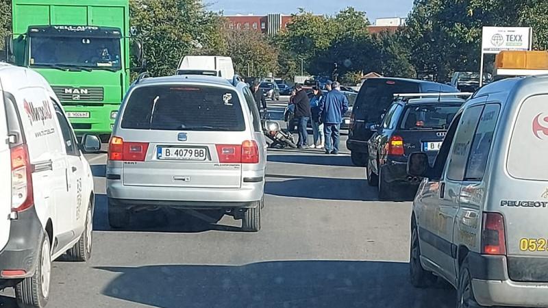 Катастрофа с моторист до пивоварния завод във Варна