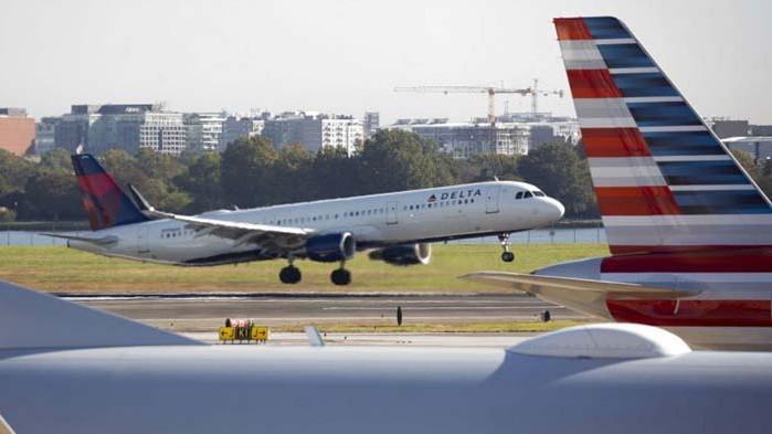 ЕП иска връщане на визите за американци: българи, хървати, кипърци и румънци са ощетени