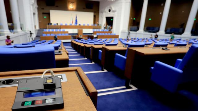 Деница Сачева с информация пред депутатите за осъвременяването на пенсиите