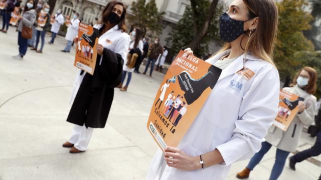 За първи път от 25 години испанските лекари стачкуват