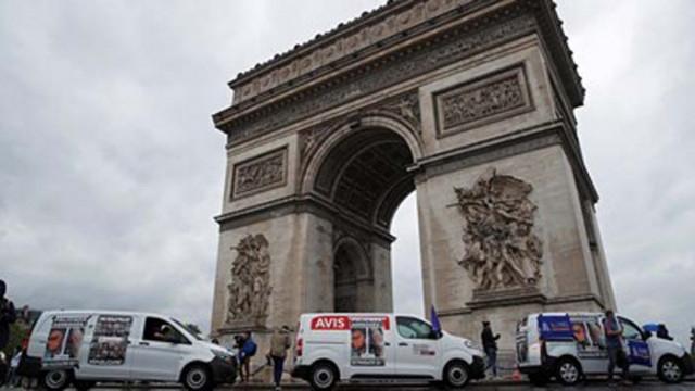 Бомбена заплаха наложи евакуация край Триумфалната арка в Париж