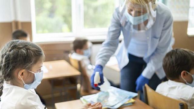 Във Варна с COVID-19 са над 200 ученици и учители