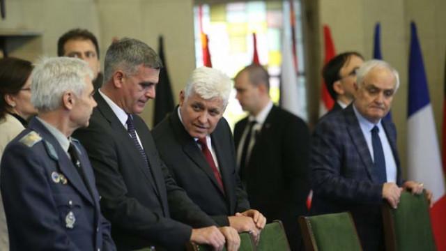 Главният секретар на президента е с COVID-19