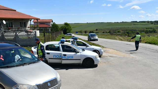 Специализирана полицейска акция се провежда в село Китанчево, Разградско (СНИМКИ)