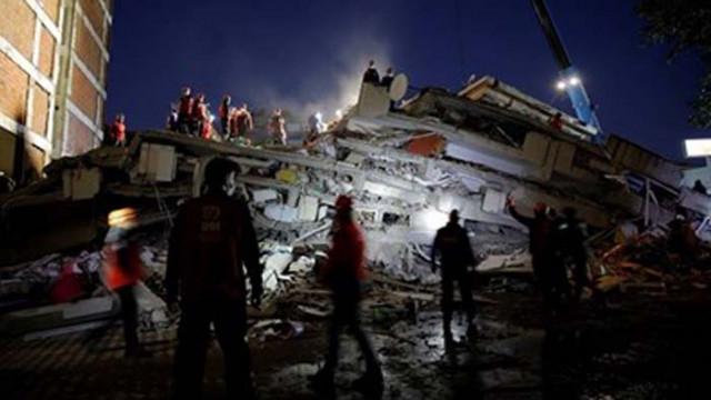 Мъж спасен 26 часа след смъртоносния трус в Измир