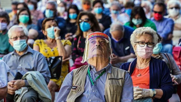 Изчислиха колко човека се заразяват с COVID-19 на масови мероприятия