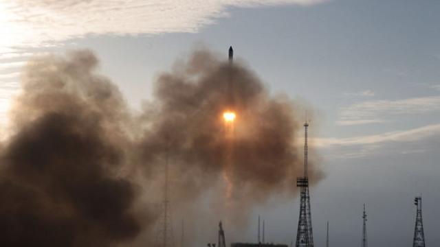 SpaceX изведе в орбита още 60 малки спътника