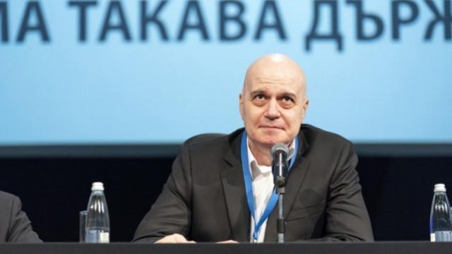 Слави Трифонов се гаври, иска прокуратурата да обвини проф. Мутафчийски