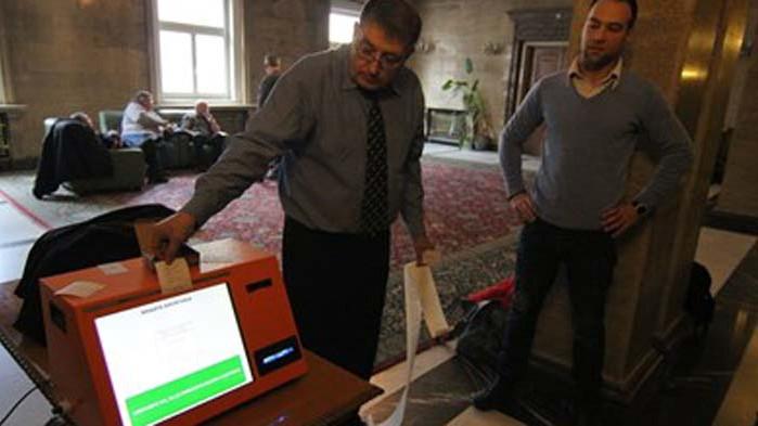 ЦИК купува 9600 машини за гласуване