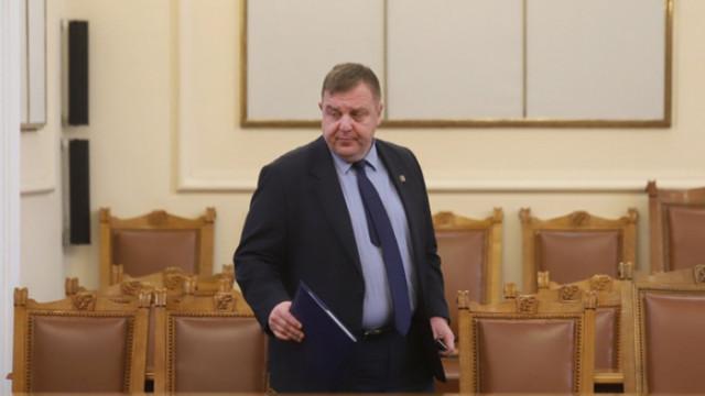 Вицепремиерът Красимир Каракачанов запознава депутатите с хода на разговорите със Северна Македония