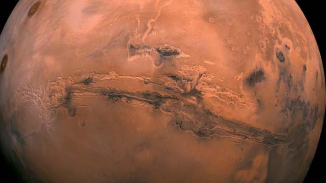 Марс продължава да губи вода