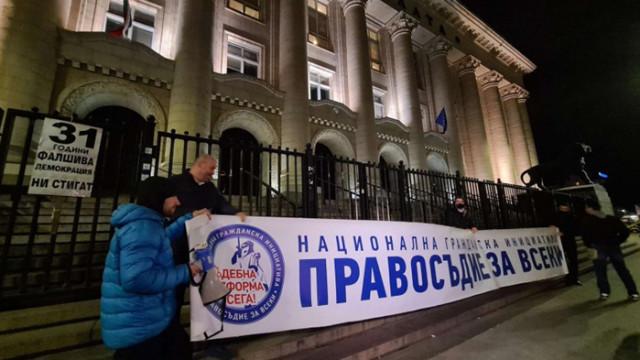 """Протестиращи продължават с напъните за събиране на """"стотици хиляди"""" въпреки """"оправданието ковид"""""""