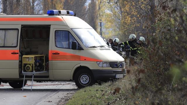 Две жени загинаха и една пострада след удар в дърво на пътя Ихтиман - Самоков