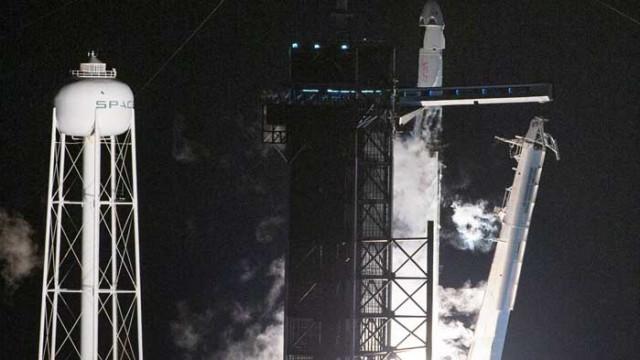 SpaceX се скачи с Международната космическа станция
