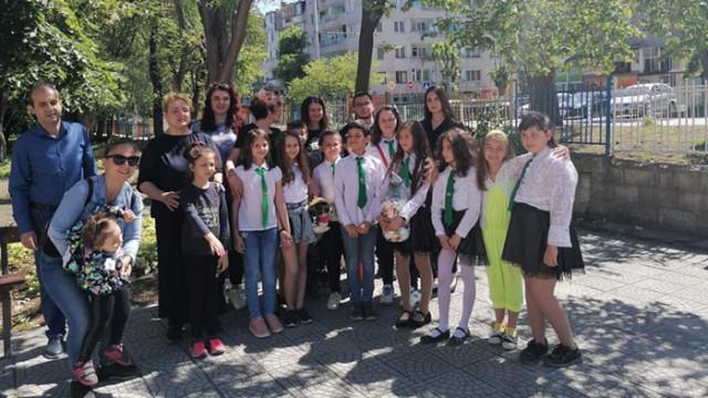 Три училища във Варна получиха  днес контейнери за капачки от Студентски съвет към ВСУ