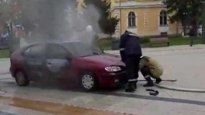 Съдът остави зад решетките мъжа, запалил колата си пред общината във Враца