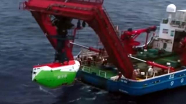 Китайски батискаф се потопи до дъното на Марианската падина (ВИДЕО)