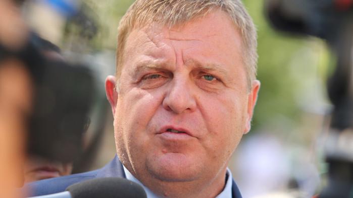 Каракачанов: Ние ги дърпаме за ръката, те ни забиват нож в гърба