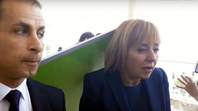 Пано ударило по главата Мая Манолова в Бургас (ВИДЕО)