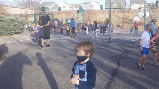 Баща: 5-годишният ми син с неврологичен проблем разбра, че трябва да носи маска