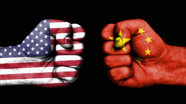 САЩ нападат Китай, използвал COVID-19 кризата като прикритие за военна активност