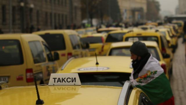 За втори пореден ден таксита излизат на протест в София