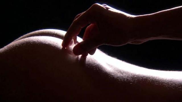Ледено-горещи игри: 10 секс трика с ледени кубчета