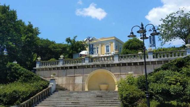 Пореден вандалски акт в Бургас: Събарят саксии в Морската градина