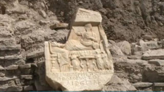 Римска надгробна плоча откриха археолози във Варна